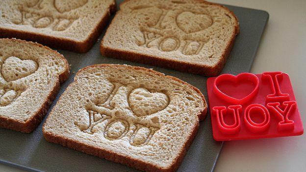 colazione san valentino toast